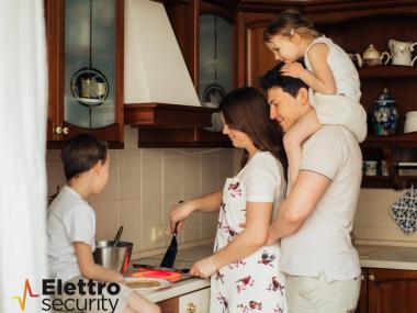 famiglia al sicuro con impianto antifurto professionale Elettro Security